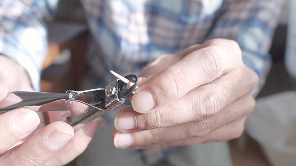 犬の爪切りギロチンタイプの持ち方使い方2